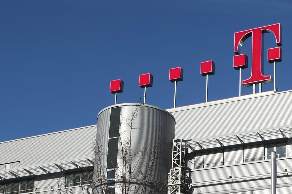 Telekom-Zentrale mit Logo